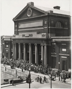 """Symphony Hall: Famous Friday afternoon concert """"Rush Line"""" waiting chance for unreserved seat"""